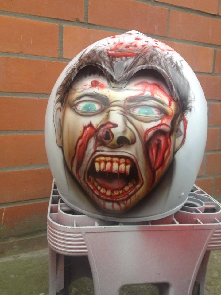 Helm mit Zombie Airbrush von DS-Lackiertechnik in Delbrück bei Paderborn