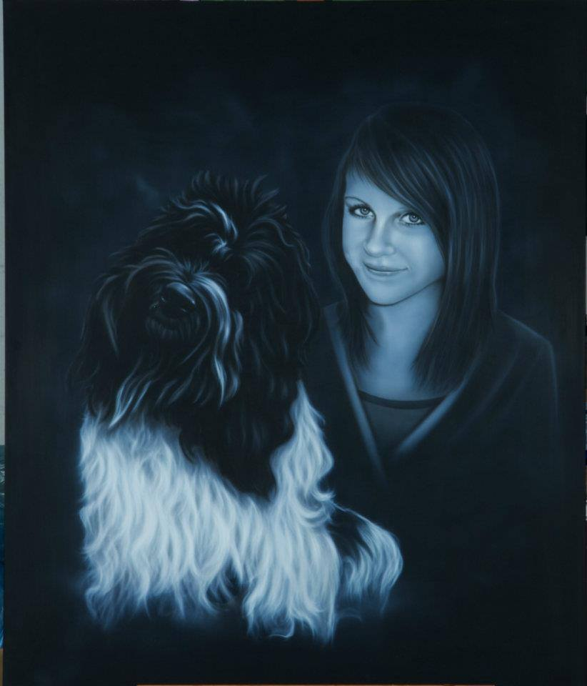 Portrait: Mädchen mit Hund gemalt in Airbrushtechnik