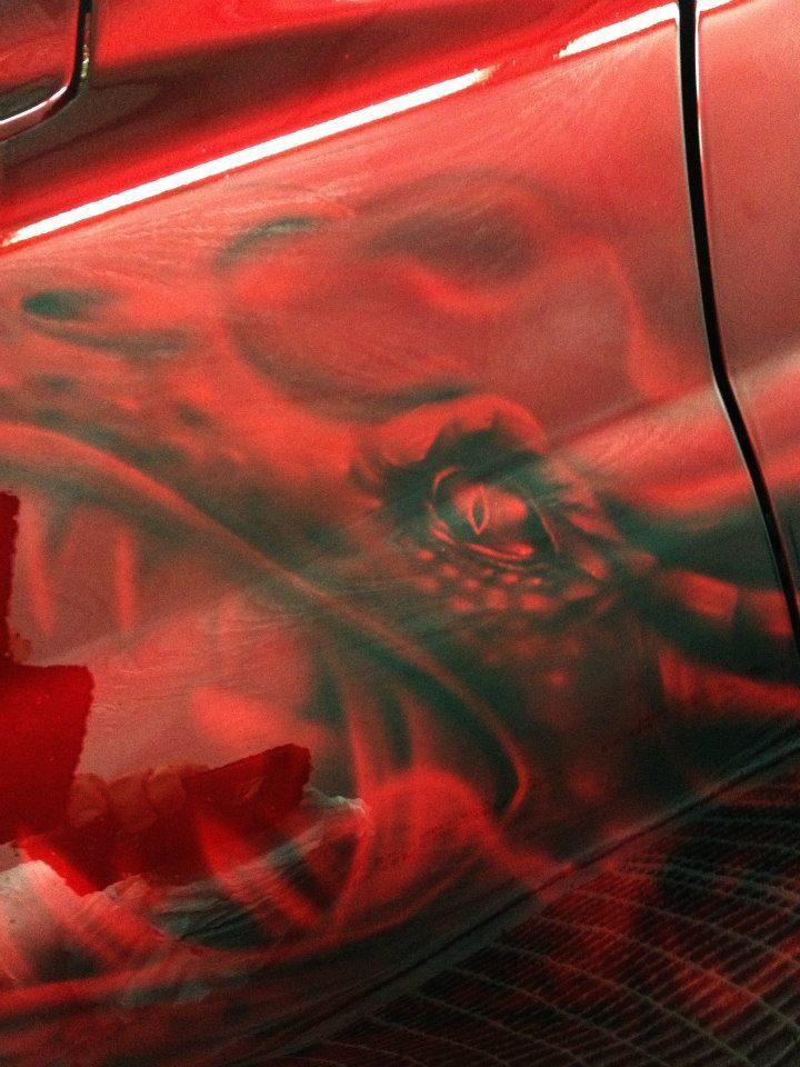 Komplettlackierung und Airbrushlackierung mit Candyred von cosmic color