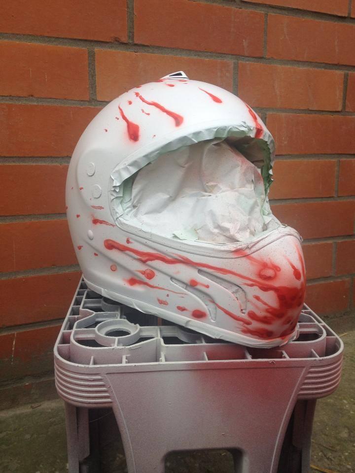 Helm mit Blutspritzer Airbrush von DS_Lackiertechnik in Delbrück bei Paderborn