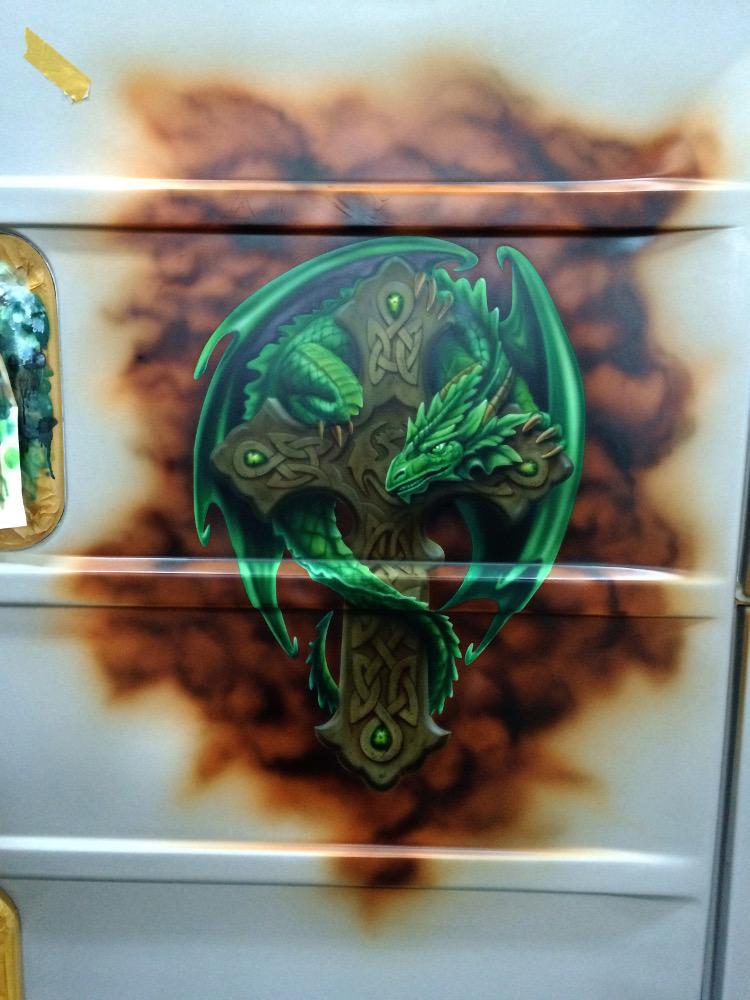 Airbrush Drachen auf Wohnwagen