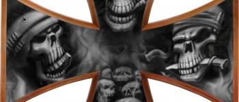 Skull Airbrush auf einem Eisernen Kreuz lackiert von Daniel Schubert aus Paderborn NRW