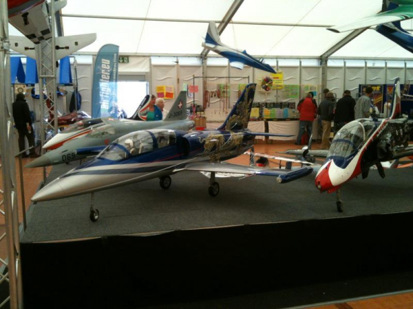 Modellflieger-Chinadrache-Airbrush-nassklarlack-lackmalerei-messe