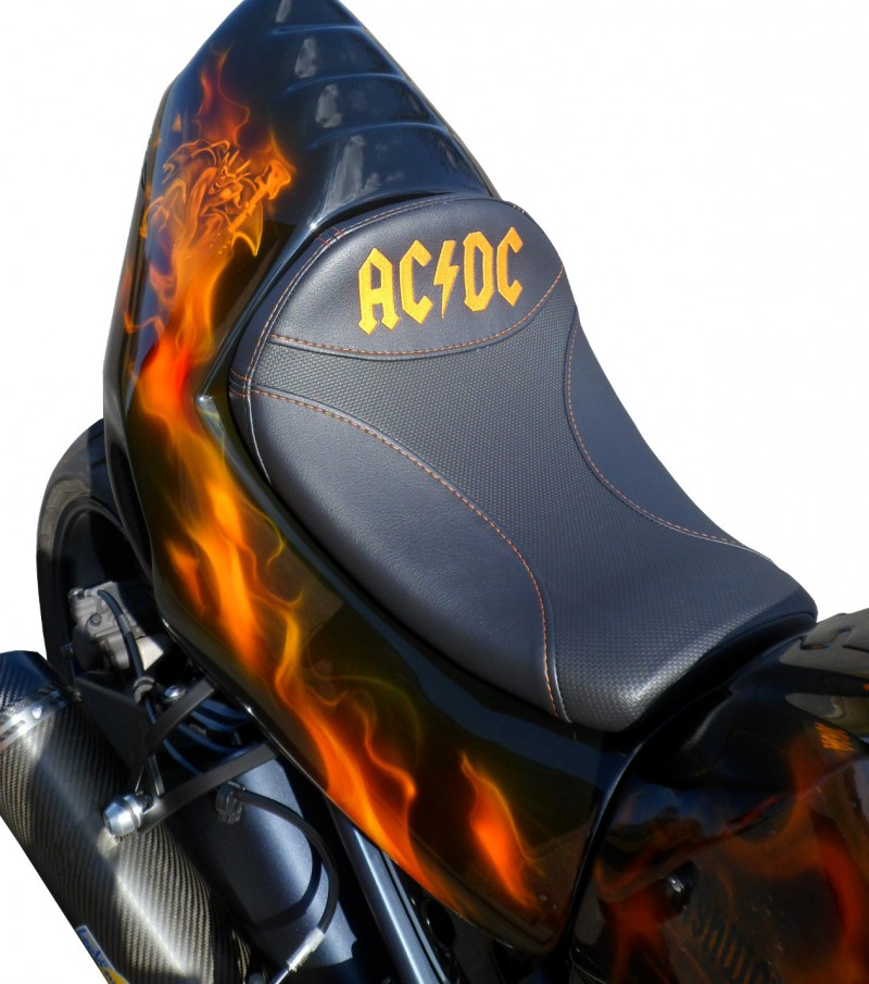 Motorrad ACDC Airbrush Lackierung
