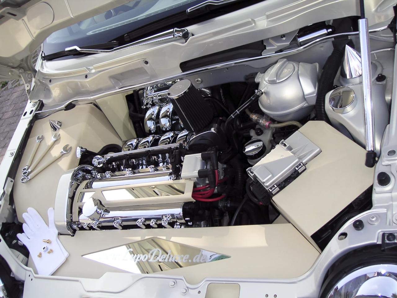 Effektlackierung im Motorraum Leder chrom