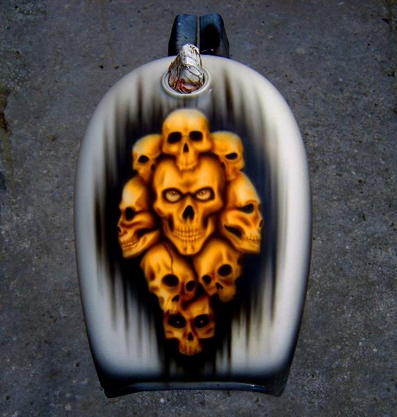 Skull Airbrush auf einem Monkey Tank lackiert von Daniel Schubert aus Paderborn NRW